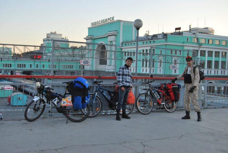 С велосипедами на станции Новосибирск Главный