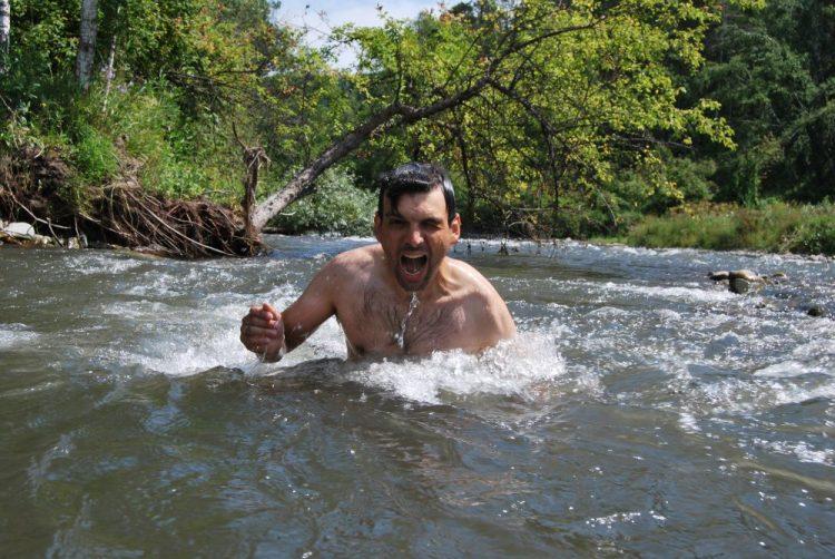 Бодрящее купание в речке