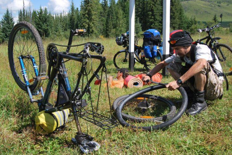 Ремонт колеса велосипеда