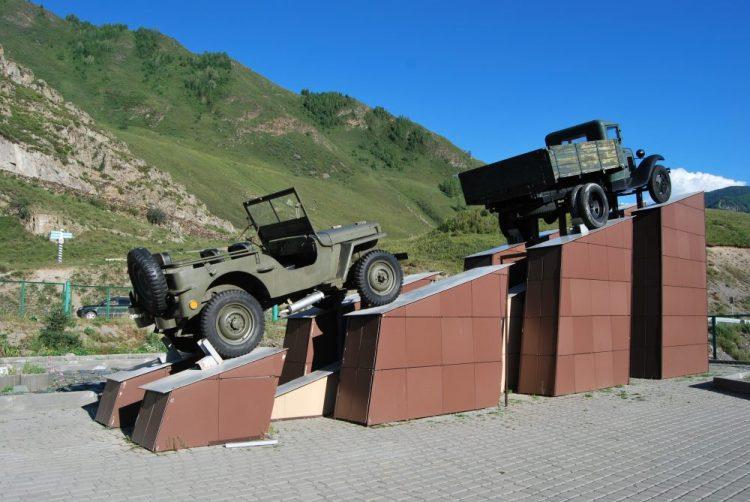 Памятник Оке и полуторке