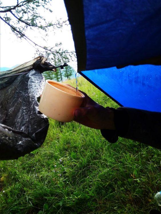 Сцеживаем дождевую воду во время путешествия